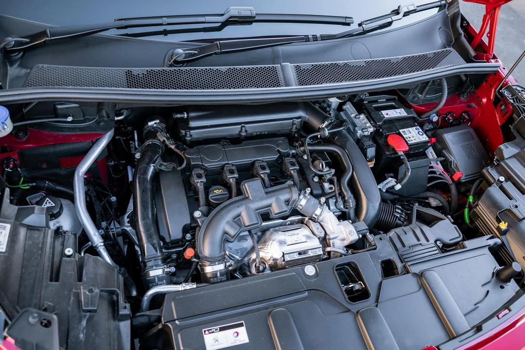 EP6FDTM under the hood of the second generation Peugeot 3008, after restyling